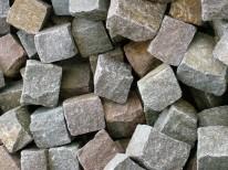pin natursteinpflaster in porphyr granit basalt manga. Black Bedroom Furniture Sets. Home Design Ideas